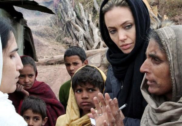 Пакистан, 2005 г. Джоли назначена Послом Доброй Воли ООН в 2001 г.