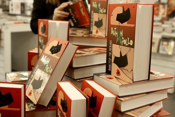 Вышла в свет новая книга Виктора Пелевина Бэтмен Аполло