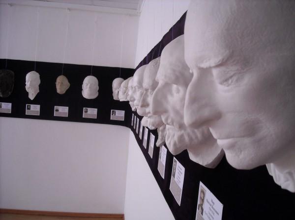 Выставка посмертных масок открывается в Музее Одной Улицы