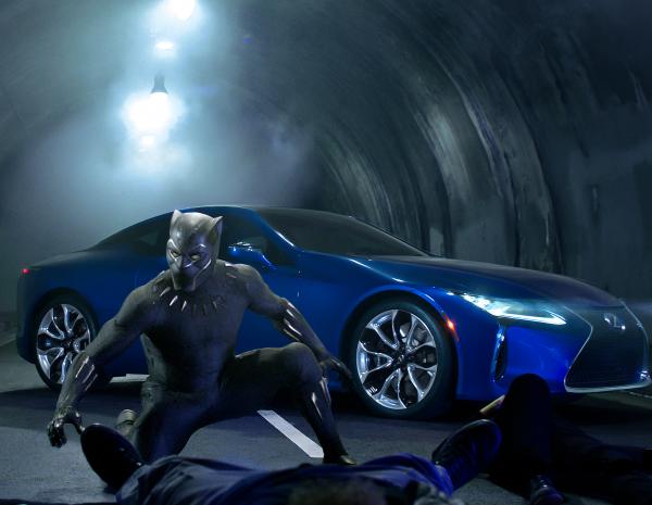 Черная пантера появился в рекламе Lexus