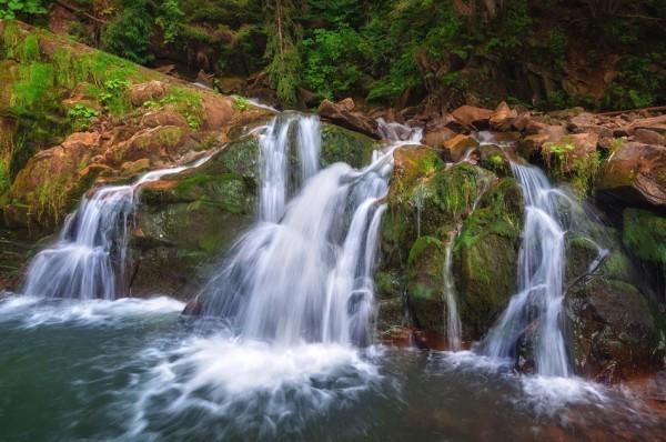 Водопад Каменка находится в Львовской области и достигает 7 м в высоту.