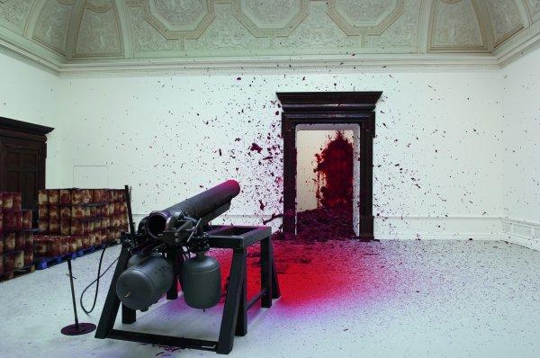 Стрельба в угол. 2008-2009. Фото: Dave Morgan. Предоставлено автором и Royal Academy of Arts.