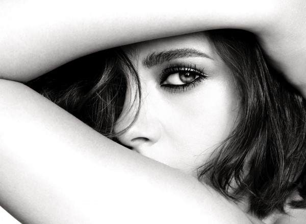 Первый кадр из фотосессии новой линии макияжа Chanel