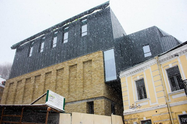 Новый фасад театра на Андреевском спуске