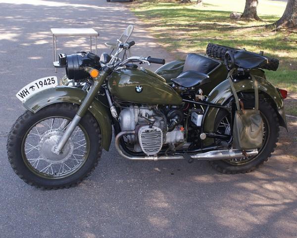 Кроме авиационных моторов и ракет компания BMW делала отличные мотоциклы для нацистов.