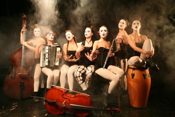 Dakh Daughters выступят в Зеленом театре.