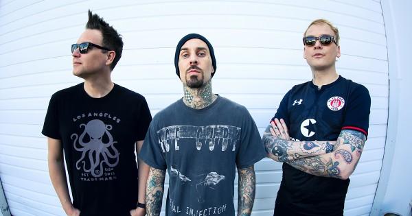 Группа Blink-182 выпустила новый клип на песню Home Such A Lonely Place.