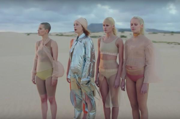 Кадр из клипа Goldfrapp на композицию Anymore