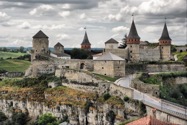 Каменец-Подольский замок едва не самый популярный в Украине.