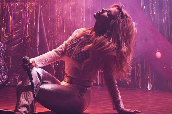 Кайли Миноуг порадовала фанатов новой песней