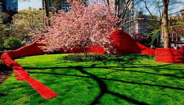 Инсталяция Орли Генгер в Мэдисон-Сквер Парке Нью-Йорка