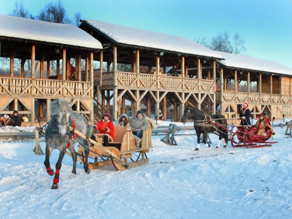 Парк Киевская Русь приглашает покататься на санях и слепить снежный ком