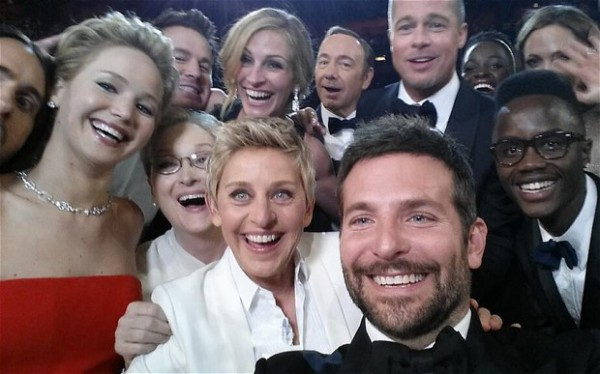 Звездное селфи с церемонии Оскар 2014 собрало более 2 млн репостов за одно утро.