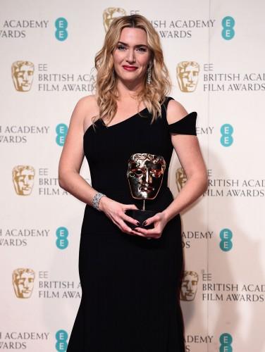 Кейт Уинслет взяла BAFTA за Лучшую женскую роль второго плана в фильме Стив Джобс