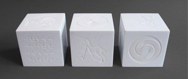 Дизайн призов разработан студие Barnbrook Studio, Лондон