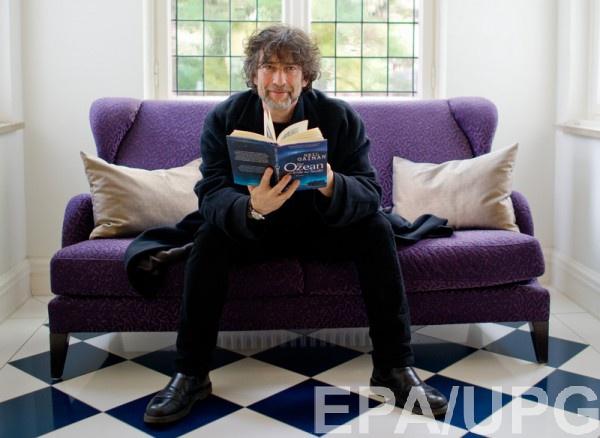 Нил Гейман вдохновляется книгами