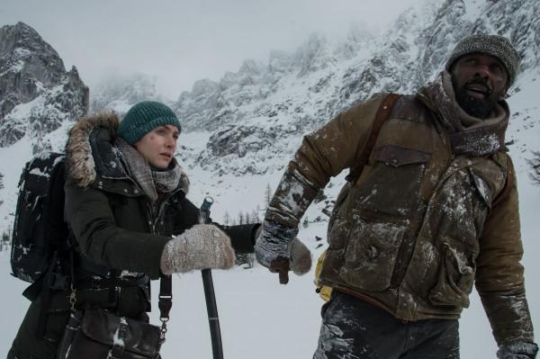 Кейт Уинслет и Идрис Эльба снялись в драме Между нами горы.