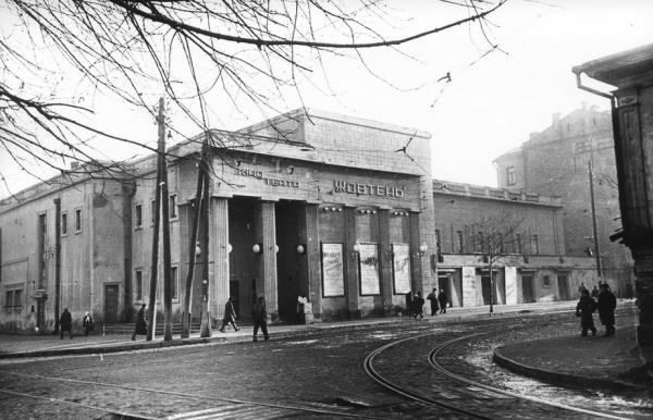 Здание кинотеатра – неотъемлемая часть архитектуры Подола