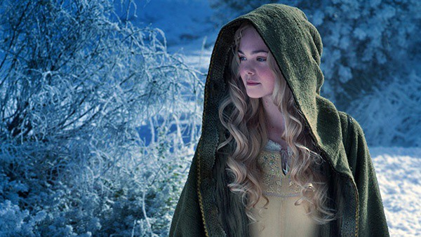 На роль Бэтгерл претендует актриса Эль Фаннинг из Малефисенты.