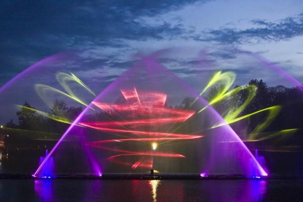 Плавающий фонтан, построенный в русле реки Южный Буг.