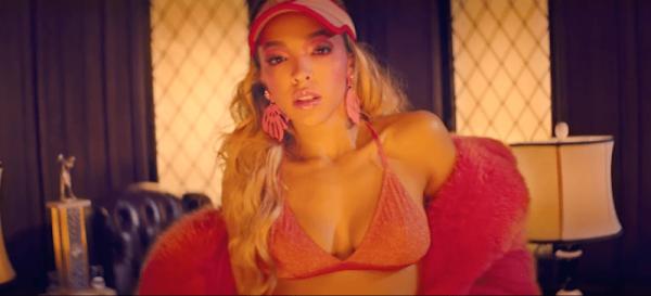 Tinashe сняла новый клип под руководством украинки