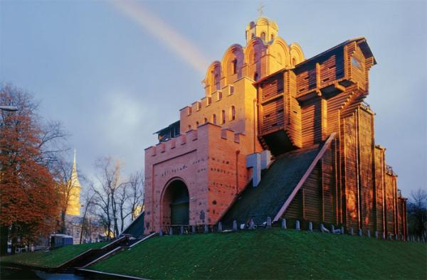 Памятник Золотые Ворота открыт для посещения туристов.