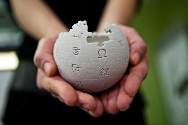 7 августа родился один из основателей Википедии - Джимми Уэйлс.
