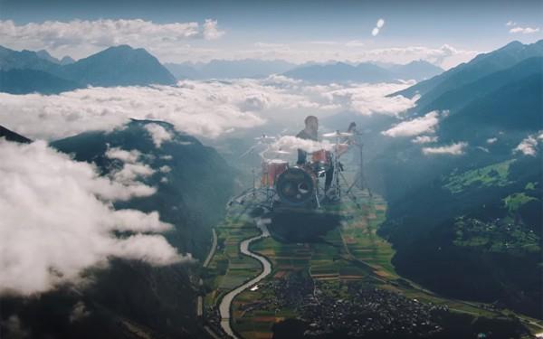 Кадр из клипа Coldplay Up&Up, над которым работала украинская студия Gloria FX