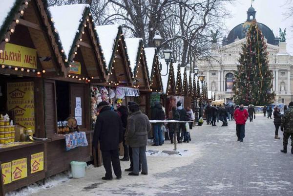 Пряный глинтвейн прямо на улицах - одно из удовольствий зимних прогулок по Львову.