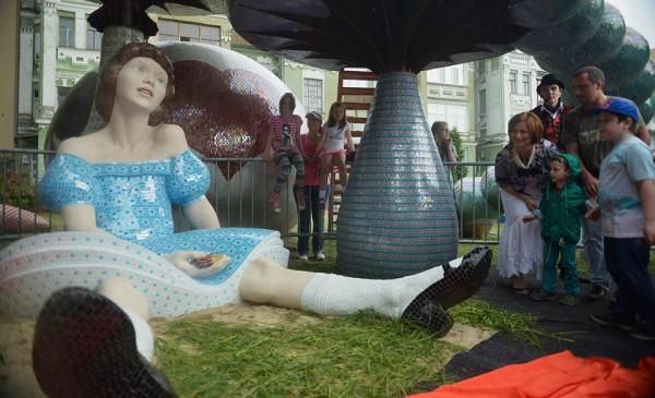 Новая скульптура на Пейзажной аллее в Киеве