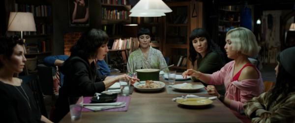 Нуми Рапас сыграла сразу семь ролей в триллере Семь сестер.