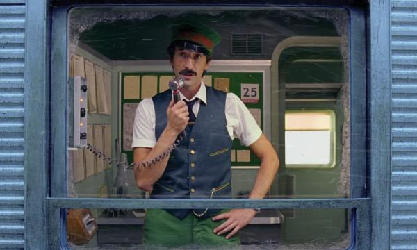 Эдриан Броуди снялся врождественском ролике H&M