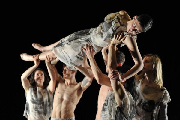 В Киеве выступит британский танцевальный коллектив Candoco Dance Company