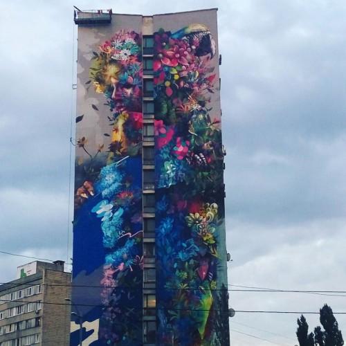 Новый мурал на Дарницкой площади