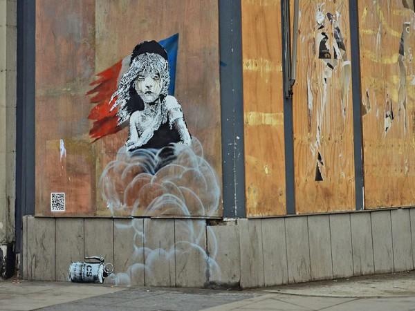 Новое граффити Бэнски в поддержку беженцев