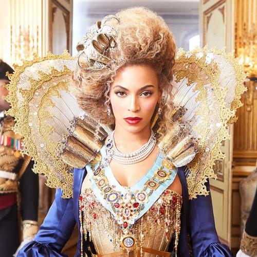 Бейонсе выпустила новый альбом, получивший название Beyonce