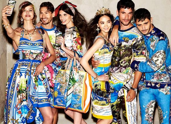 По новой традиции модели в рекламных кампаниях Dolce&Gabbana делают сэлфи