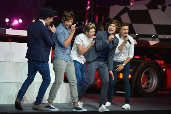 One Direction перепели легендарный хит Oasis Wonderwall