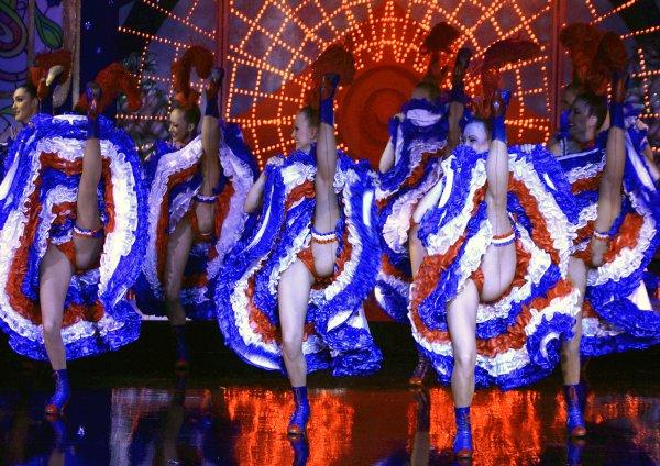 Кан-кан долгое время считался неприличным танцем