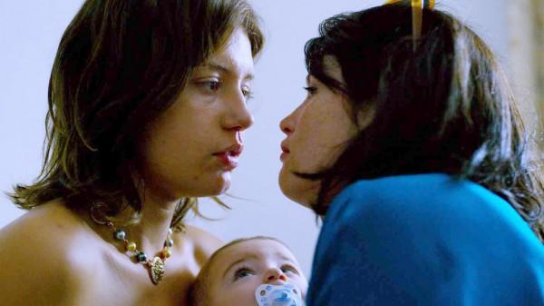Фильм Сирота рассказывает о взрослении девушки по имени Карен.