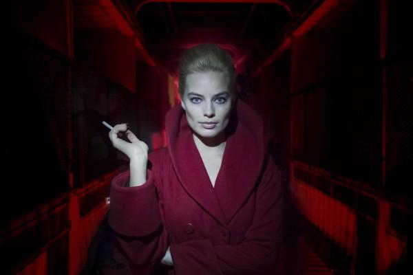 Марго Робби в роли загадочной Энни в фильме Терминал.