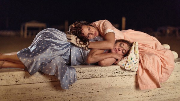 Валерия Бруни-Тадески сыграла сумасшедшую в комедии Как чокнутые.
