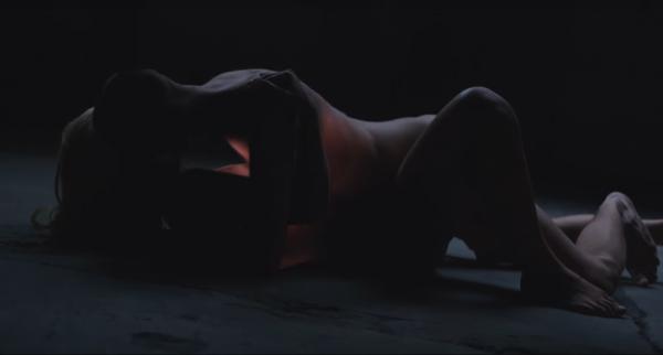 Над эпатажным клипом работал режиссер Александр Кортес.