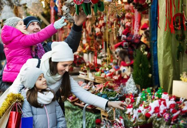 Новогодняя ярмарка в DreamTown продлится до средины января.