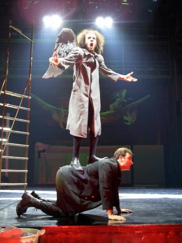 Солдат, Любовь, Охранник и... Президент: спектакль тбилисского театра им. Шота Руставелли