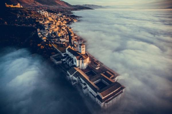 Базилика Святого Франциска в монастыре Сакро-Конвенто, Италия (победитель в категории путешествия)