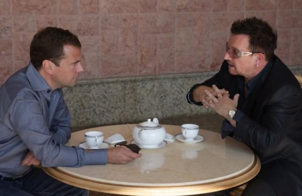 Боно и Дмитрий Медведев в Сочи, 2010 г.
