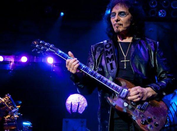 Лучшим гитаристом по версии компании Gibson признан гитарист Black Sabbath Тони Айомми