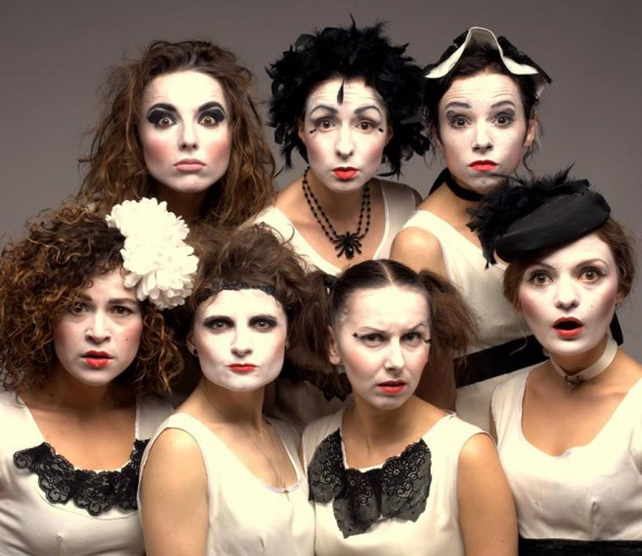 Dakh Daughters: семеро актрис театра, которые в определенный момент взяли в руки музыку и удачно смешали оба жанра искусства.