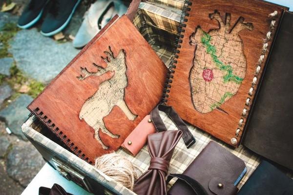 Мастерская Into the Wild представит свои кожаные изделия